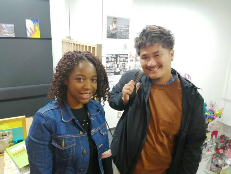 モザンビークから帰国したAkiraさんとLynnトレーナー